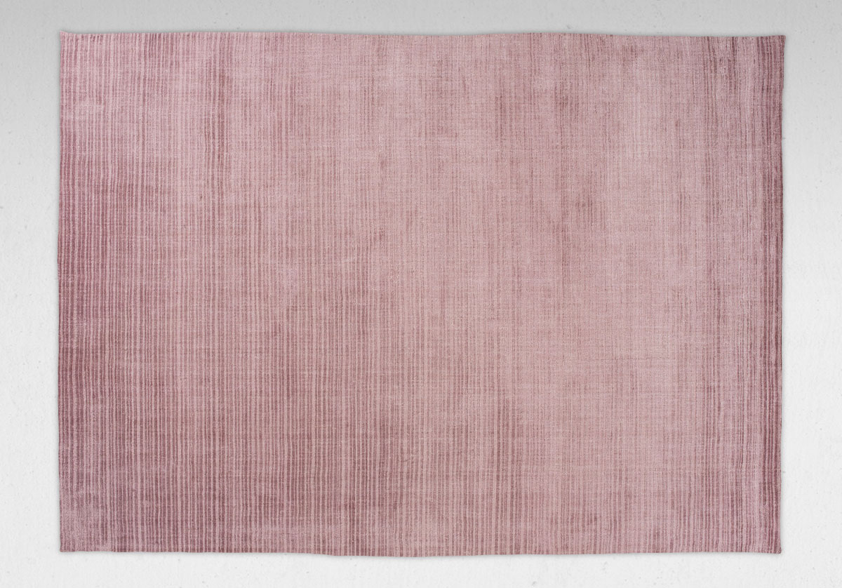 Den rosa viskosmattan Cover Rose från danska Linie Design
