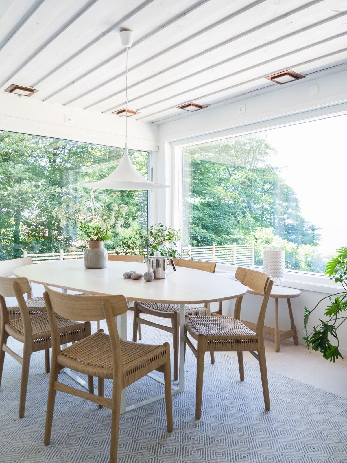 Carl Hansen & Søn CH23 tillsammans med Max Gerthels bord Omni