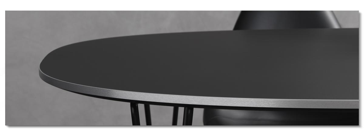 Matbordet Superellips i det svarta nanolaminatet Fenix från Fritz Hansen