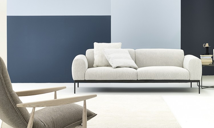 Bon är en finsk soffa från Adea och finns i flera färger på Olsson & Gerthel