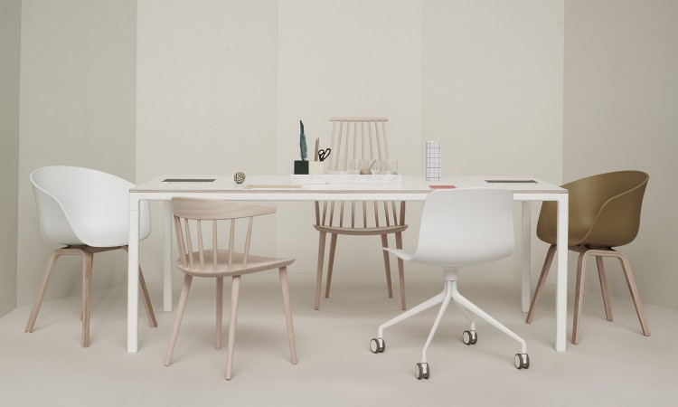 Matbordet T12 från HAY i vit laminat och rå plywood