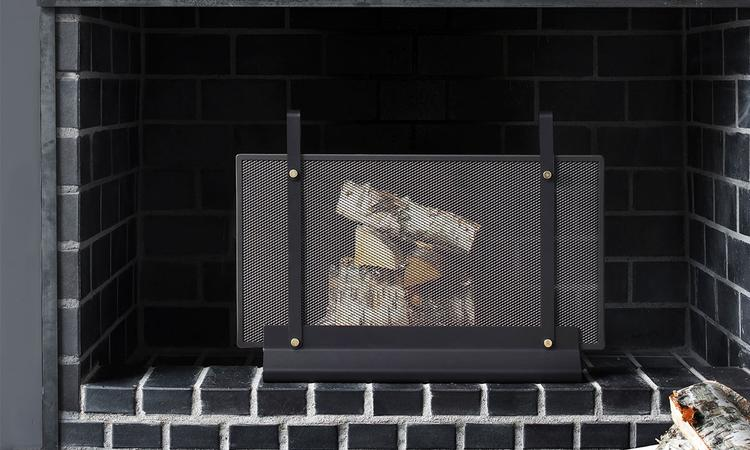 Eldvarms gnistgaller Fireplace Screen med design av svenska Emma Olbers
