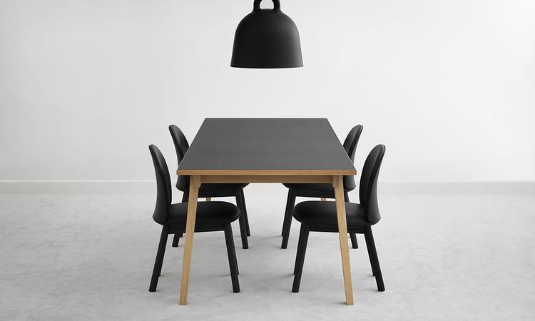 Köp stolen Ace från Normann Copenhagen i tyg eller läder på Olsson & Gerthel