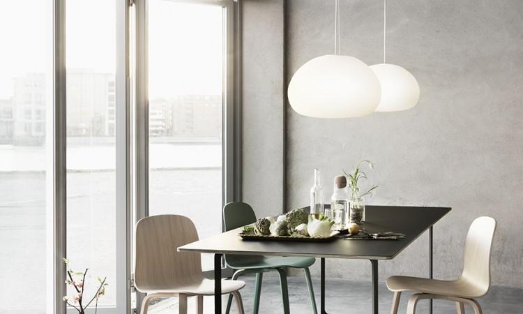70/70 av TAF Architects för Muuto passar lika väl som både skrivbord och matbord