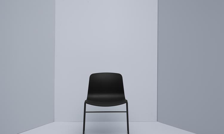 Du hittar stolen About a Chair AAC08 på Olsson & Gerthel med fri frakt