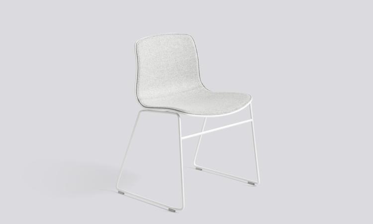 About a Chair AAC08 i vit färg med tyget Divina Melange