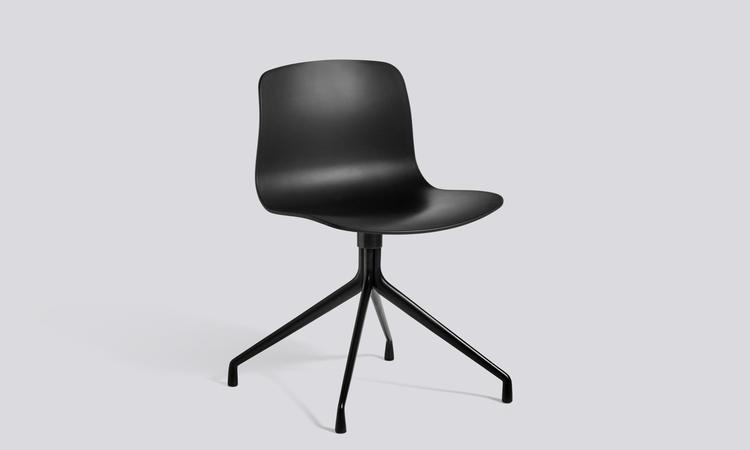 Stolen AAC10 ur serien About a Chair helt i svart färg