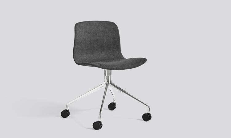 Kontorsstolen About a Chair AAC15 från HAY i tyget Remix från Kvadrat