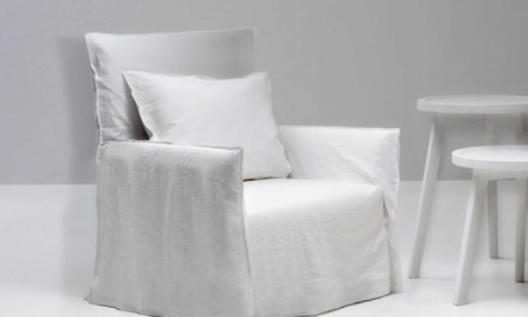 Snygg fåtölj med avslappad design från Gervasoni