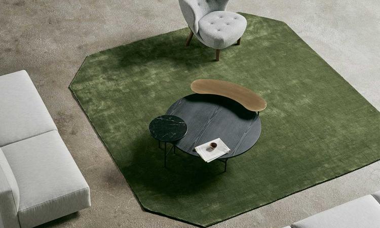 &Tradition Palette JH25 Soffbord i svartlackad ask, mässing och marmor