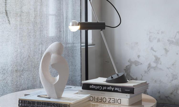Astep Model 566 Bordslampa Svart