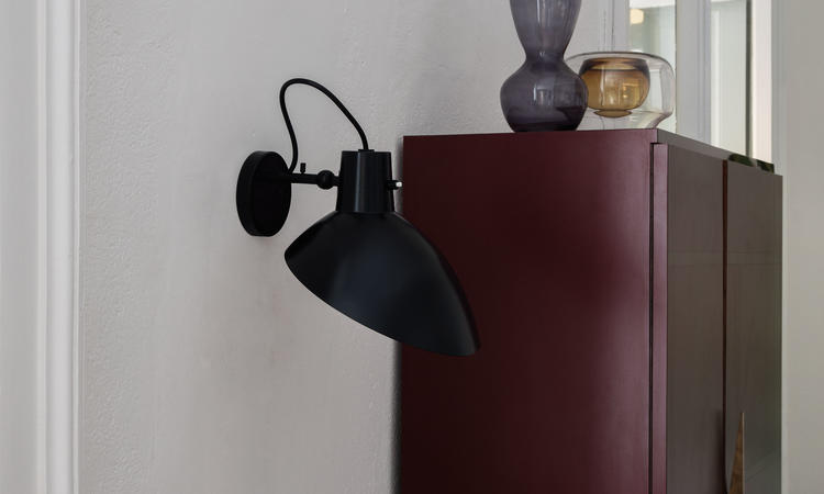 Astep VV Cinquanta Vägglampa svart/svart med strömbrytare