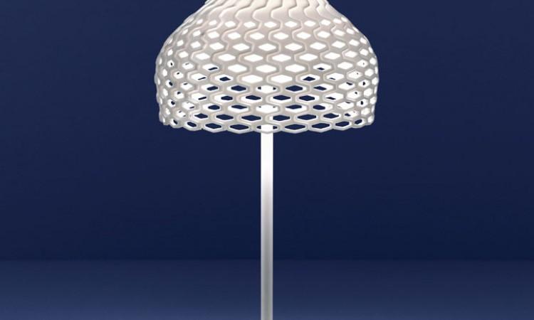 Italienska Flos och Patricia Urquiola står för design i den vita lampan Tatou T1