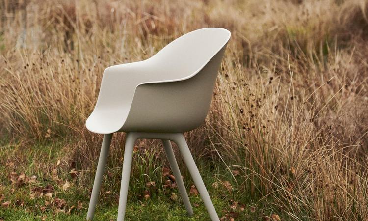 Gubi Bat Dining Chair Outdoor Utemöbel i färgen Alabaster White