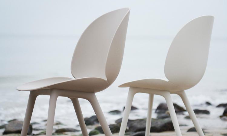 Gubi Beetle Dining Chair Outdoor Utemöbler i Alabaster White och New Beige