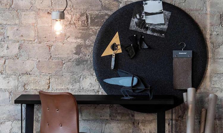 Använd den miljövänliga Element Lamp som en snygg taklampa