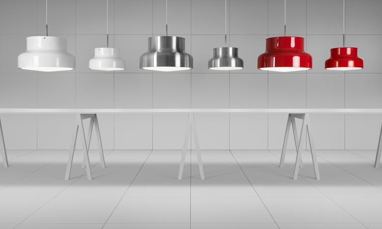 Ateljé Lyktan Bumlingen Pendel i vit, borstad aluminium och röd