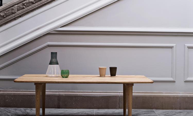 Carl Hansen & Søn CH011 Soffbord i massiv ek av Hans J. Wegner