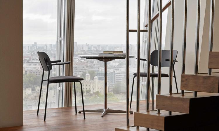 Menu Co Chair Armrest Karmstol i ek och stål
