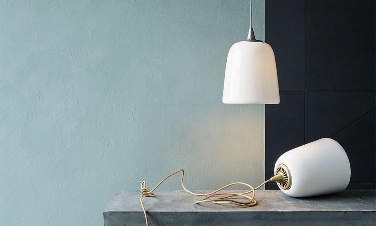 Lightyears Dogu Pendel i vitt benporslin med detalj i guld och silver