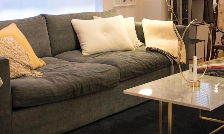 Provsitt New Hampton-soffan från Saxo Living på Olsson & Gerthel i Malmö