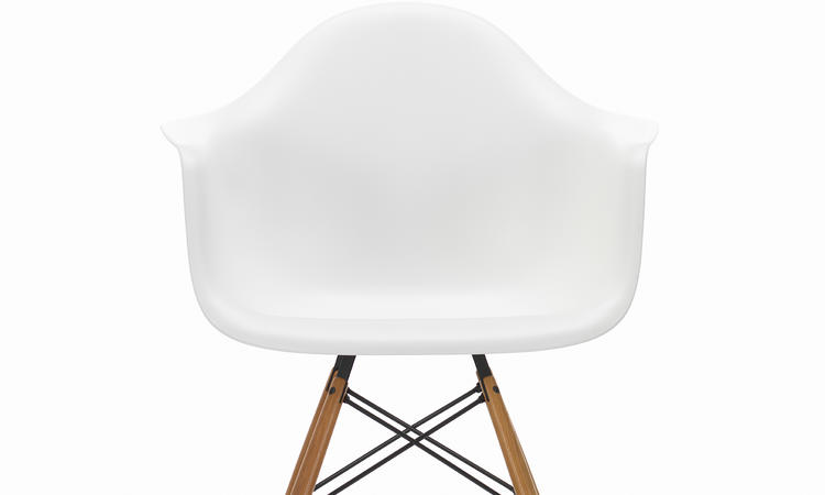 Vitras stol Eames Plastic Armchair DAW med ben i ask