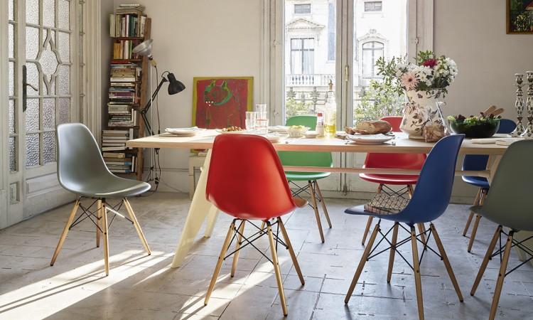 Eames stol DSW har träben i lönn och finns i färger som svart, vit och många fler