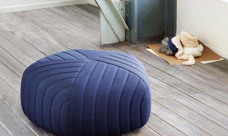 Muuto Five Pouf sittpuff i blå färg