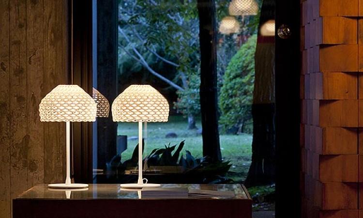 Bordslampan Tatou T1 i vit färg från belysningsföretaget Flos