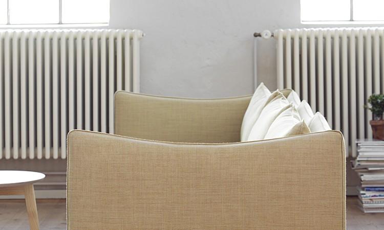 Fogia och Andreas Engesviks soffa Tiki finns i flera tyger och läder