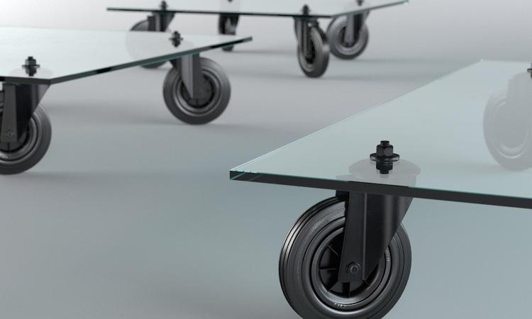 Tavolo con Ruote är ett lågt soffbord i glas med praktiska hjul från Fontana Arte