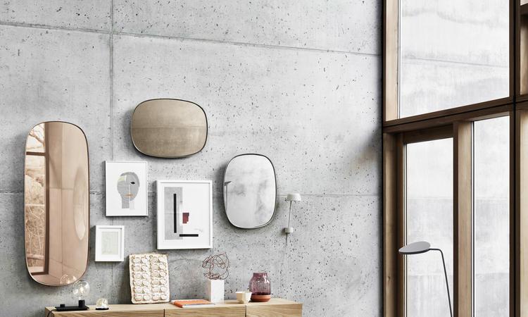Köp spegeln Framed Mirror från Muuto i small eller large i klart glas eller i färgerna rose och taupe
