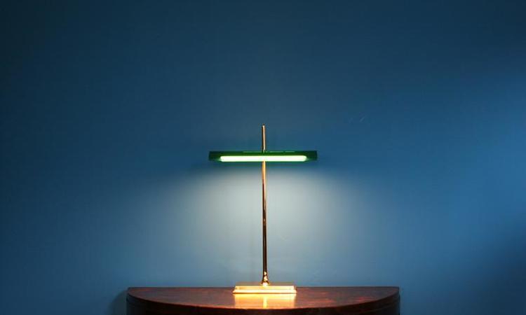 Banker-lampan Goldman från italienska Flos ger skrivbordet en exklusiv karaktär