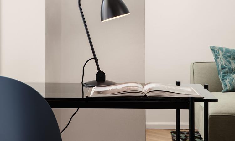 Gubi TS Desk Skrivbord Svart Marmor