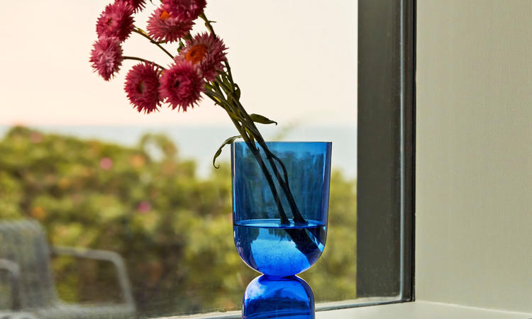 Hay Bottoms Up Vase Small Electric Blue Vas