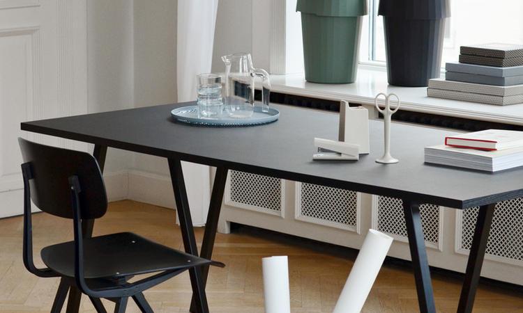 HAY Loop Stand bord i svart