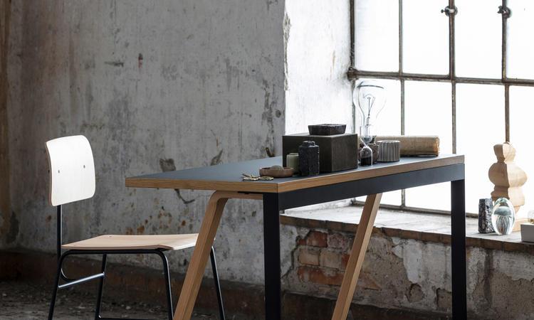 Bent Hansen Hemingway Skrivbord i ek och svart linoleum