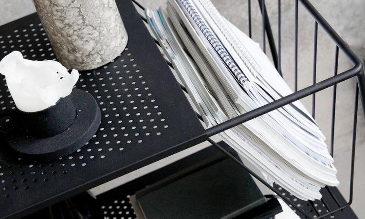 Det praktiska tidningsstället i rullbordet Use från House Doctor