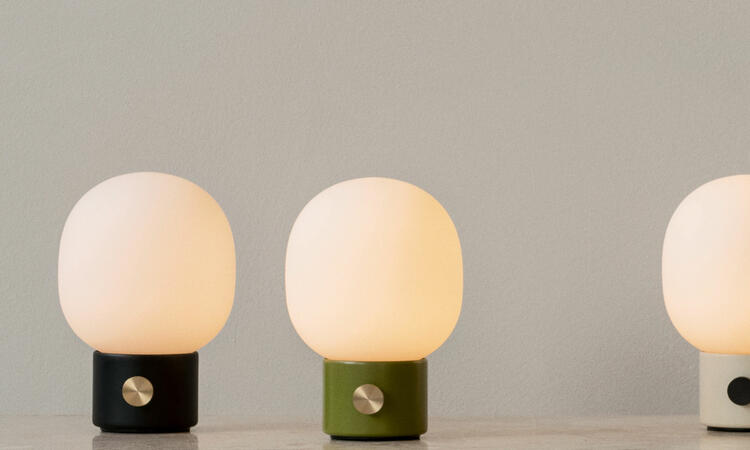 MENU JWDA Portable Table Lamp BOrdslampa i svart, grön och vit