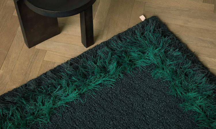 Kasthall Feather Bouclématta i färgen Peacock 501
