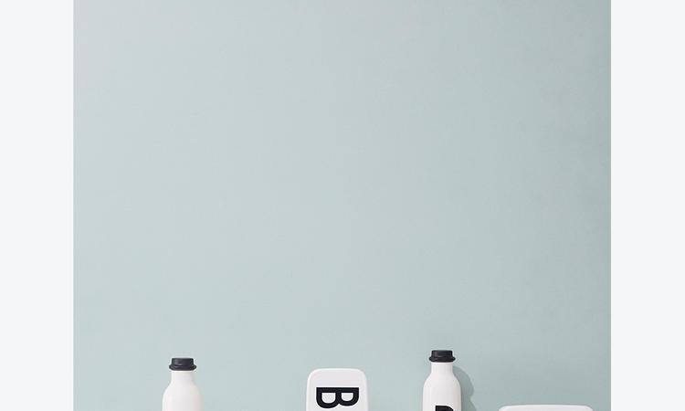 Design Letters Lunchlåda med Arne Jacobsens typsnitt