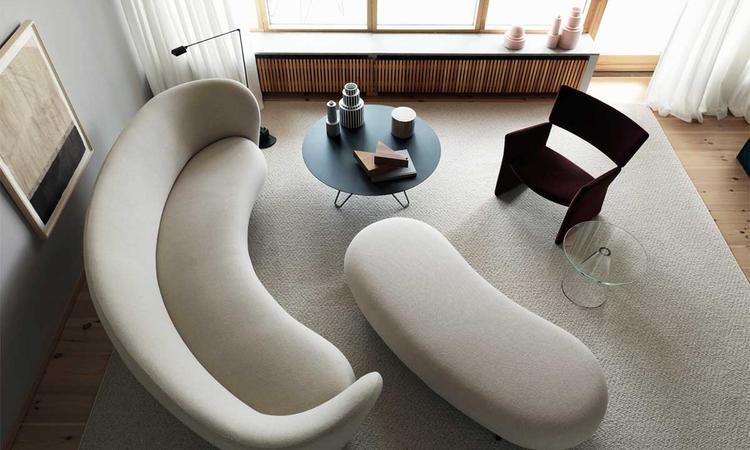 4-sitssoffan och ottomanen ur Massproductions kollektion Dandy