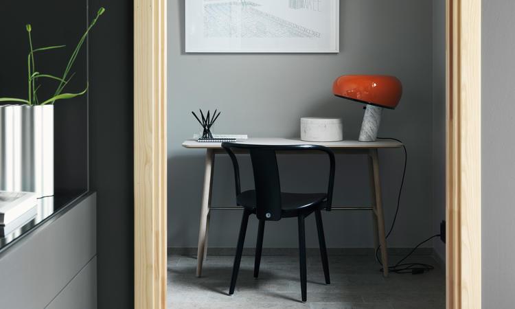 Massproductions Icha Chair Stol i svartbetsad bok