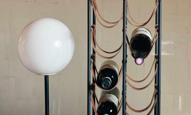 Menu TR Bulb Bordslampa i opalglas