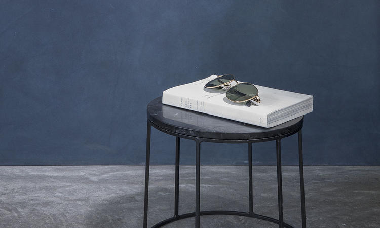 Perfekt komplement till Menus serie Wire som gör om alla storlekarna till ett sidobord