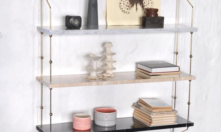Vägghyllan Morse från OX Denmarq i vit Carrara, svart Marquina och brun Travertino