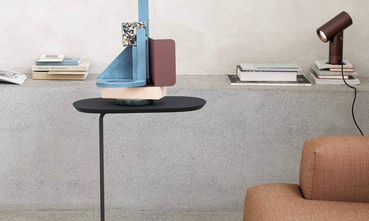 Muuto Relate Side Table Sidobord i svart linoleum
