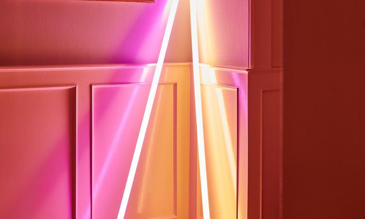 HAY Neon Tube LED Lysrör i rosa och gul färg