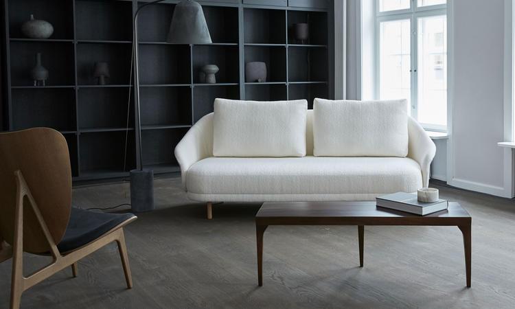 Norr11 New Wave Soffa i vitt tyg med ekben