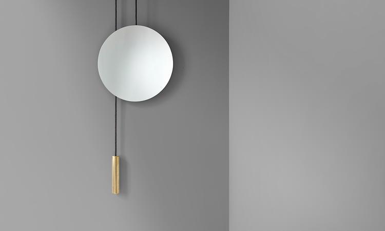 Den höj- och sänkbara spegeln Rise & Shine från danska New Works i mässing
